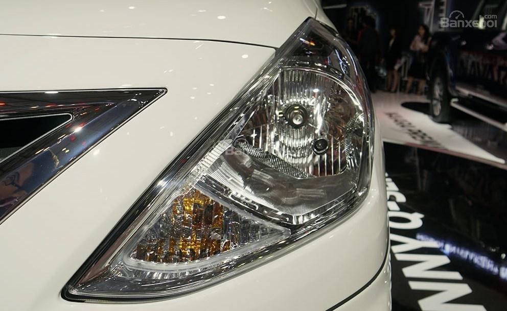 Đánh giá xe Nissan Sunny Q-Series 2019: Đèn pha.