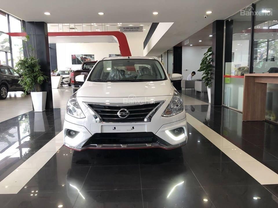 Đánh giá xe Nissan Sunny Q-Series 2019: Đầu xe.