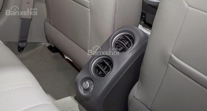 Đánh giá xe Nissan Sunny Q-Series 2019: Cửa gió hàng ghế sau.