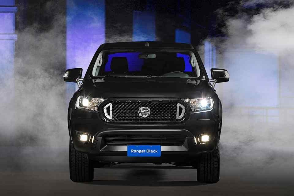 Ford Ranger Black Edition Concept tuyệt đẹp xuất hiện.