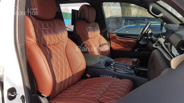 So sánh Lexus LX 570 2018 và Land Rover Range Rover 2018 về nội thất 5...