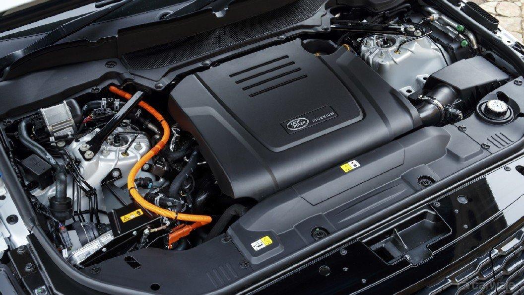 So sánh Lexus LX 570 2018 và Land Rover Range Rover 2018 về động cơ 1...