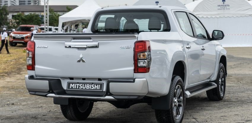 Ảnh chụp đuôi xe Mitsubishi Triton 2019