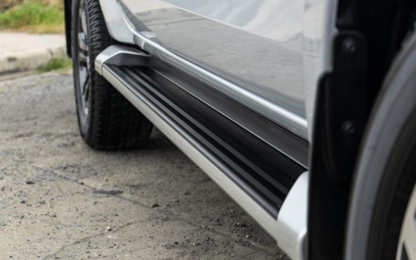 Ảnh chụp bậc chân xe Mitsubishi Triton 2019