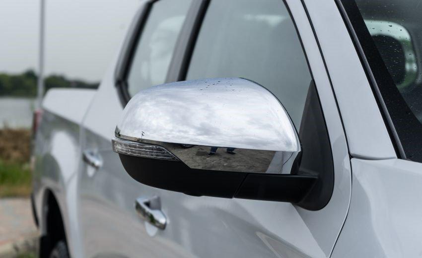 Ảnh chụp gương chiếu hậu xe Mitsubishi Triton 2019