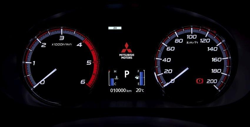 Ảnh chụp cụm đồng hồ xe Mitsubishi Triton 2019