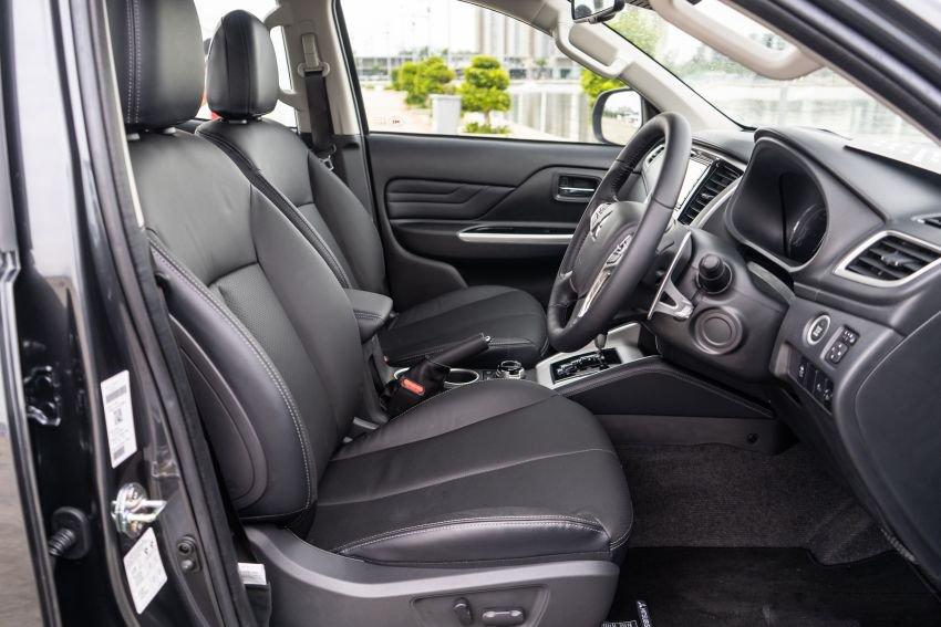 Ảnh chụp ghế lái xe Mitsubishi Triton 2019