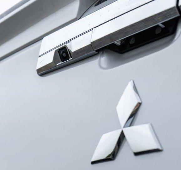Ảnh chụp logo xe Mitsubishi Triton 2019