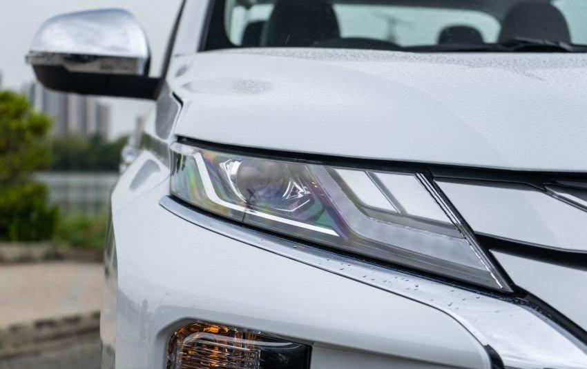 Ảnh chụp đèn xe Mitsubishi Triton 2019