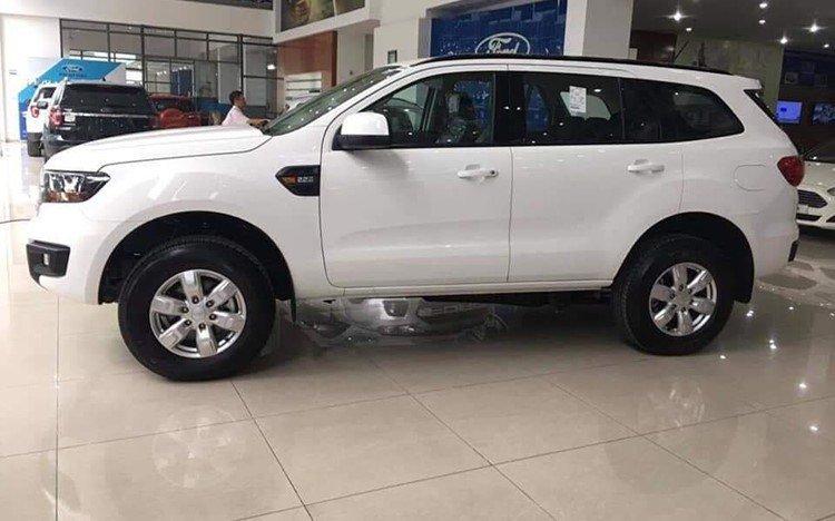 """Soi"" Ford Everest Ambiente 2019 bản giá rẻ 999 triệu đồng a2"