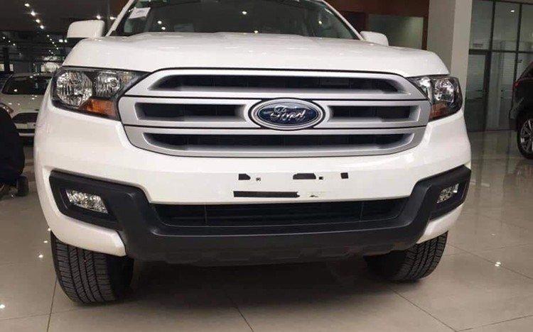 """Soi"" Ford Everest Ambiente 2019 bản giá rẻ 999 triệu đồng a3"
