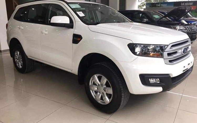 """Soi"" Ford Everest Ambiente 2019 bản giá rẻ 999 triệu đồng a1"