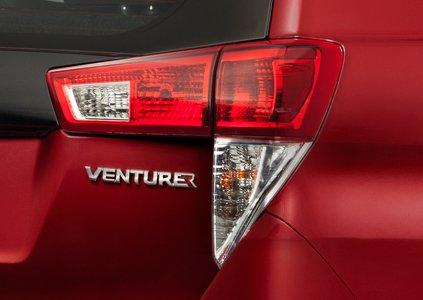 Đánh giá xe Toyota Innova Venturer 2019: Thiết kế đèn hậu 1