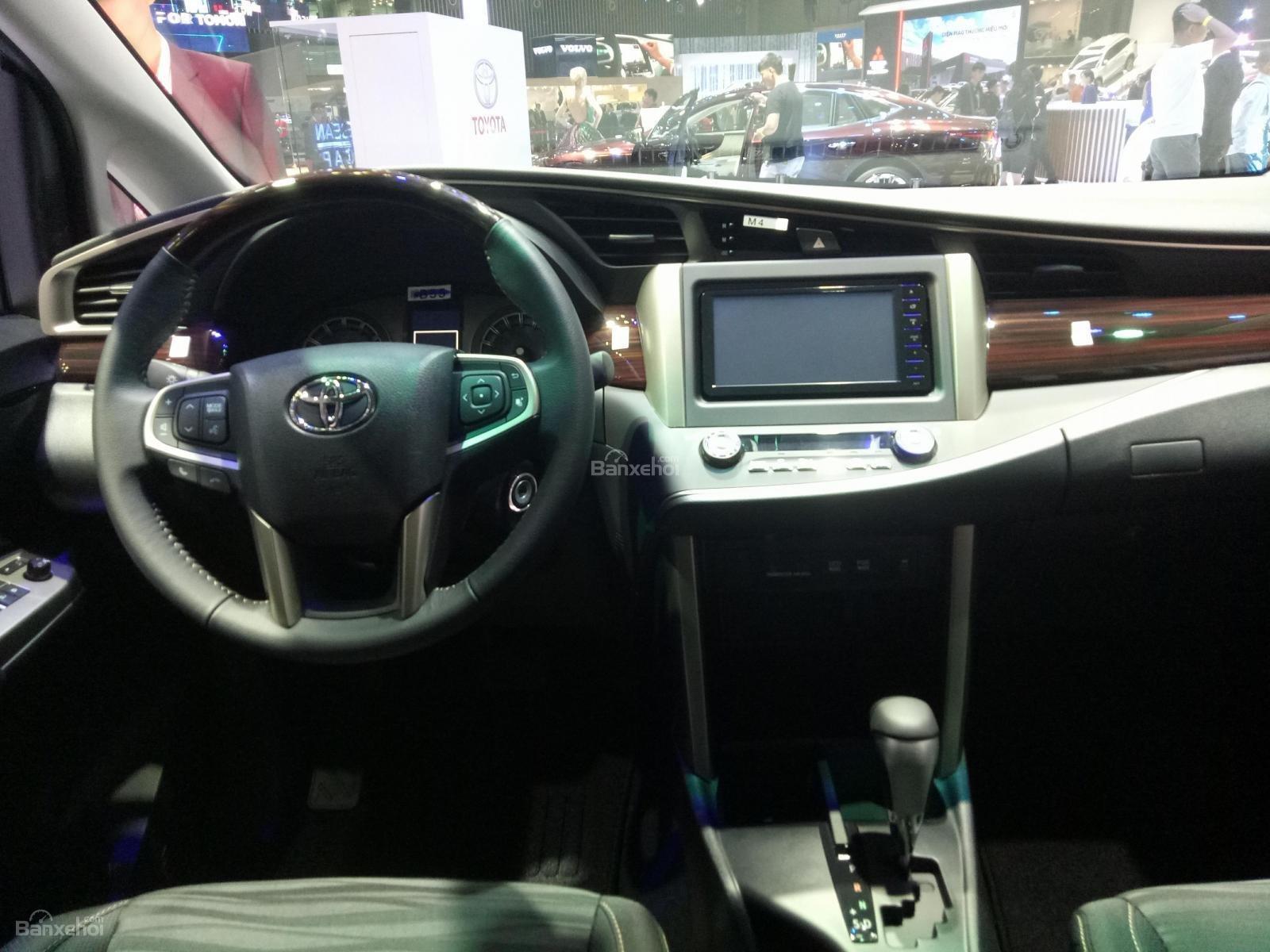 Toyota Innova 2019 phiên bản Venturer sở hữu khoang lái sang trọng, đẳng cấp a1