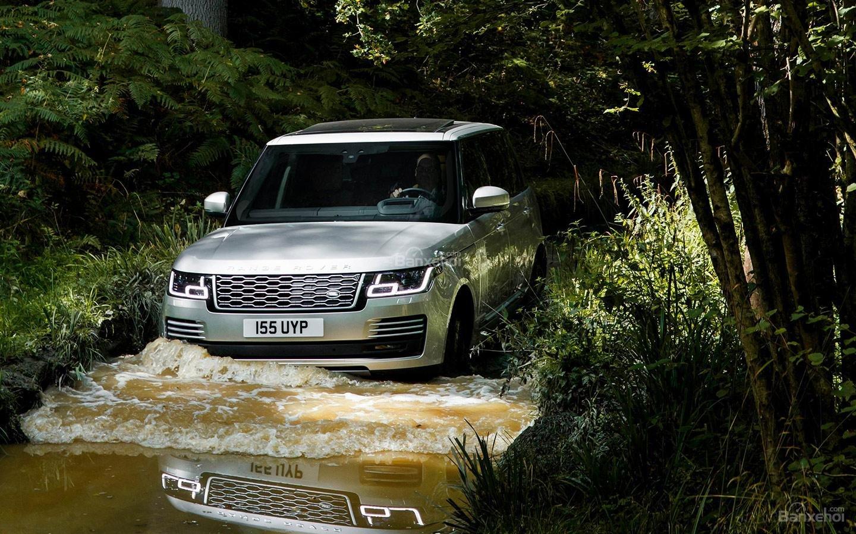 So sánh Lexus LX 570 2018 và Land Rover Range Rover 2018 về khả năng vận hành 5...