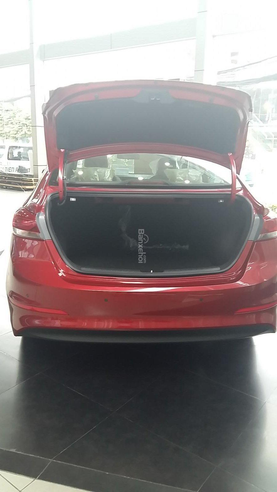 Bán Hyundai Elantra 1.6AT 2018, màu đỏ, tặng gói phụ kiện 20tr, giao ngay xe-2