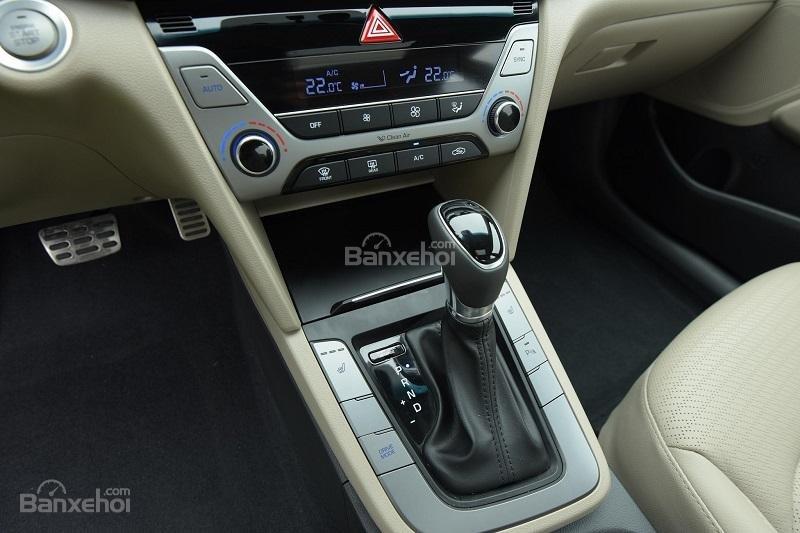 Bán Hyundai Elantra 1.6AT 2018, màu đỏ, tặng gói phụ kiện 20tr, giao ngay xe-5