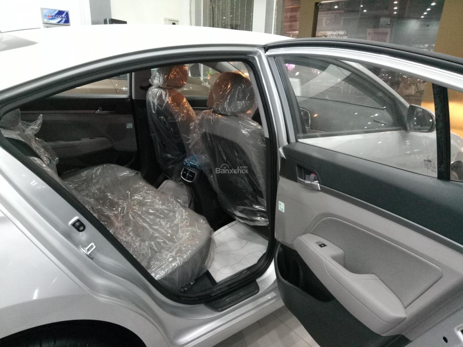 Bán Hyundai Elantra 1.6AT 2018, màu đỏ, tặng gói phụ kiện 20tr, giao ngay xe-6