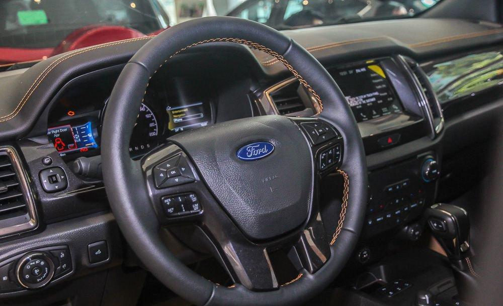So sánh Ford Ranger 2019 và Toyota Hilux 2019 về vô-lăng 3