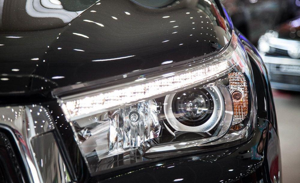 So sánh Ford Ranger 2019 và Toyota Hilux 2019 về đầu xe 5