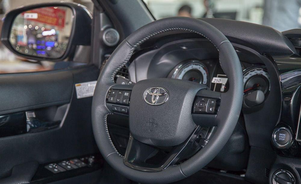 So sánh Ford Ranger 2019 và Toyota Hilux 2019 về vô-lăng.