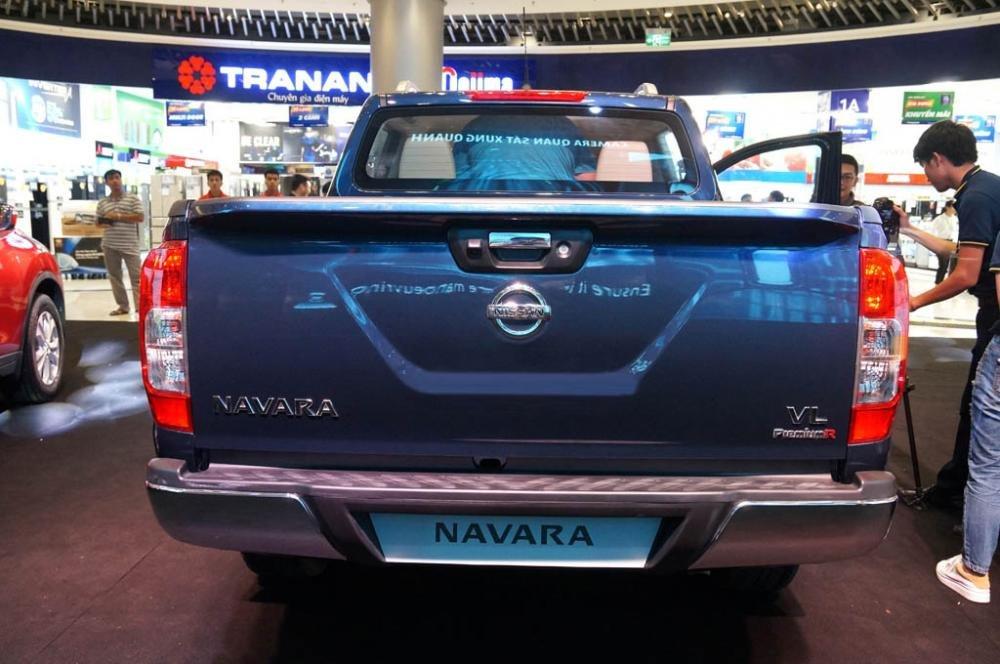 So sánh xe Chevrolet Colorado 2019 và Nissan Navara 2019 về đuôi xe 3
