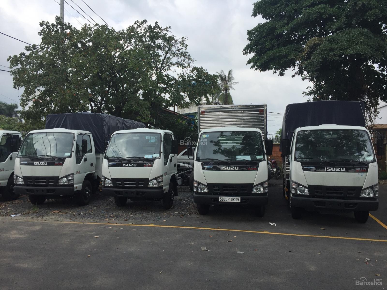 Bán xe tải Isuzu QKH 1.9, màu trắng 2018, giá rẻ, cạnh tranh-1
