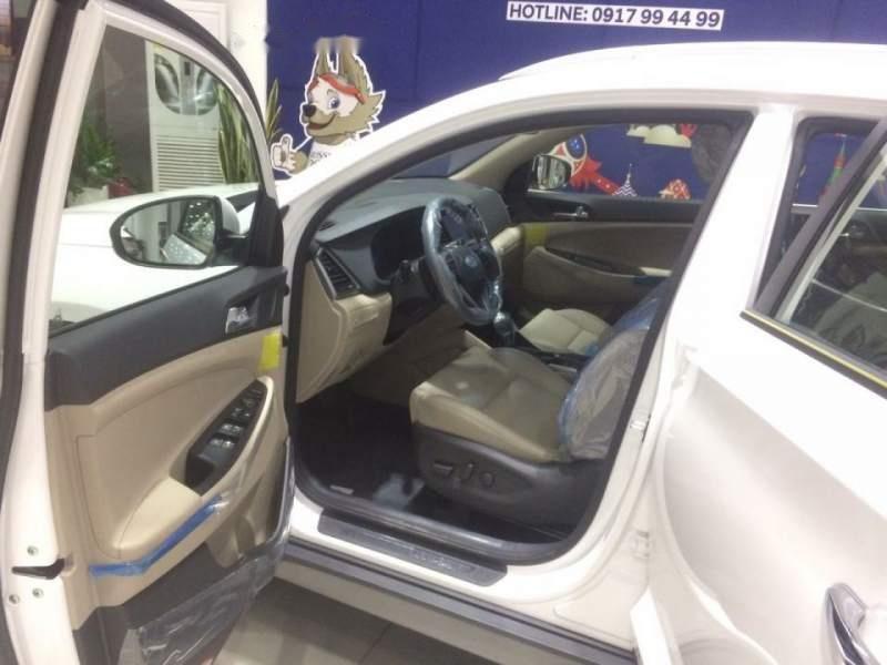 Cần bán Hyundai Tucson năm sản xuất 2018, màu trắng, 790tr-3