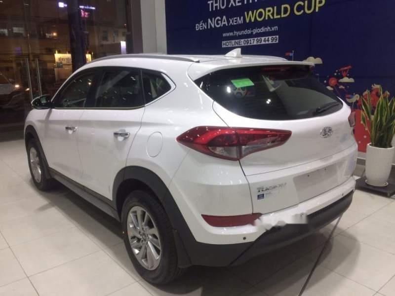 Cần bán Hyundai Tucson năm sản xuất 2018, màu trắng, 790tr-0