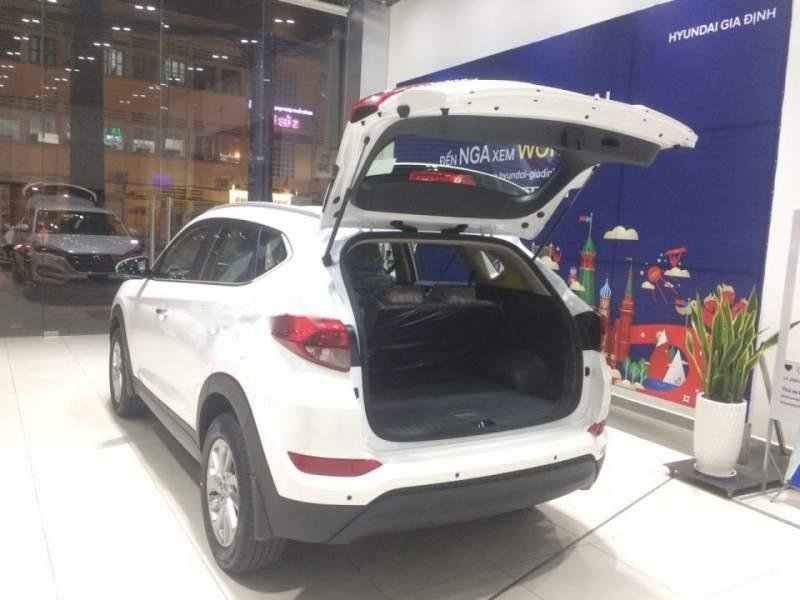 Cần bán Hyundai Tucson năm sản xuất 2018, màu trắng, 790tr-2