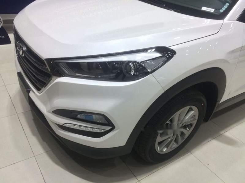 Cần bán Hyundai Tucson năm sản xuất 2018, màu trắng, 790tr-4