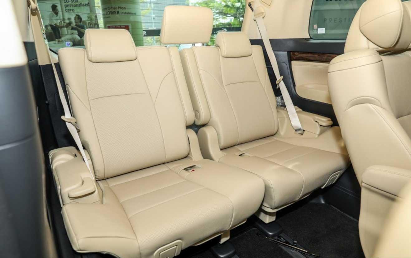 Đánh giá xe Toyota Alphard Luxury 2019: Thiết kế hàng ghế sau 1