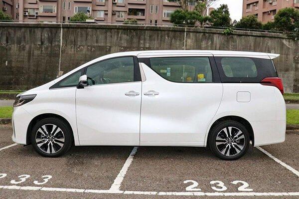 Đánh giá xe Toyota Alphard Luxury 2019 về thiết kế thân xe a1