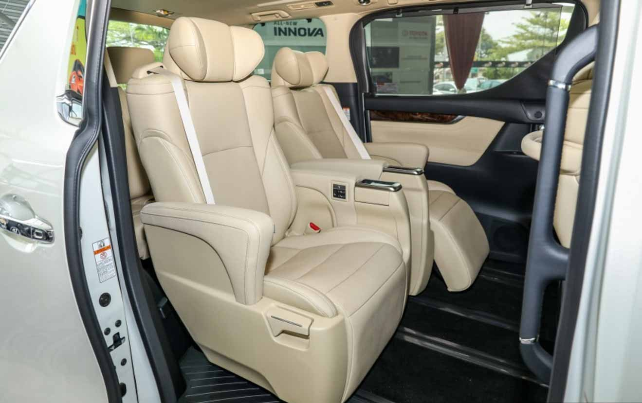Đánh giá xe Toyota Alphard Luxury 2019: Thiết kế hàng ghế trước 1