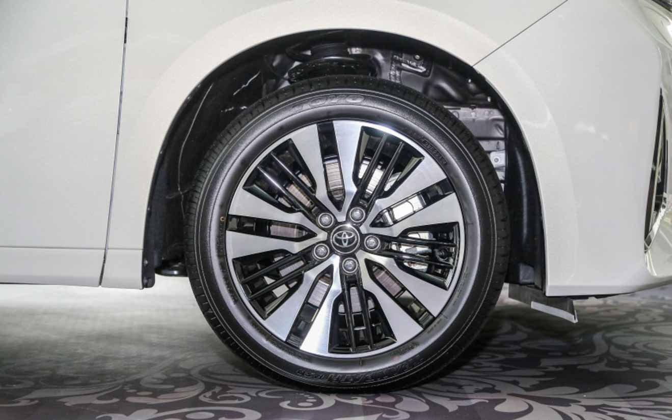 Đánh giá xe Toyota Alphard Luxury 2019: La-zăng đa chấu 18 inch đẹp mắt 1
