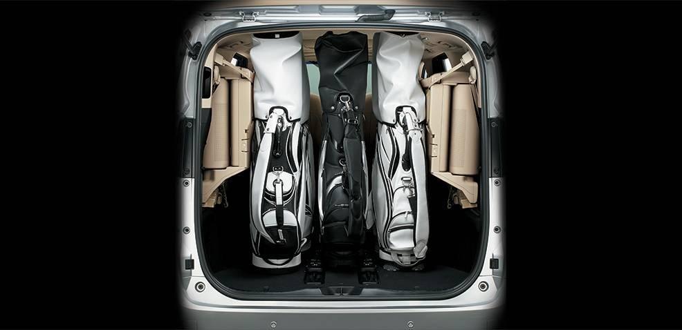 Toyota Alphard Luxury 2019 sở hữu khoang chứa đồ rộng rãi a1