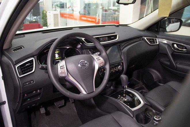Honda CR-V 1.5 L và Nissan X-Trail V-Series 2.5 SV Luxury về trang bị táp lô 2