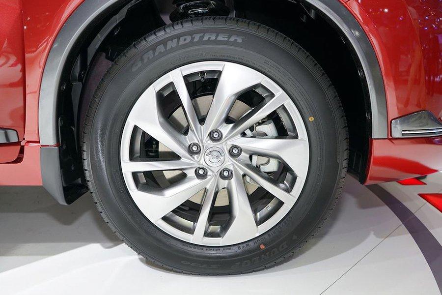 Honda CR-V 1.5 L và Nissan X-Trail V-Series 2.5 SV Luxury về thân xe 4
