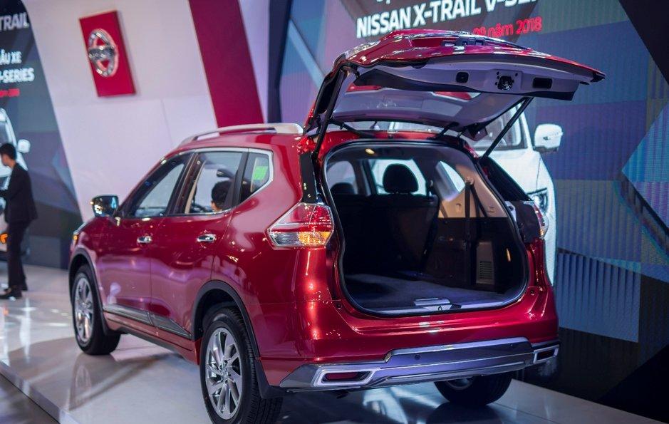 Honda CR-V 1.5 L và Nissan X-Trail V-Series 2.5 SV Luxury về đuôi xe 4