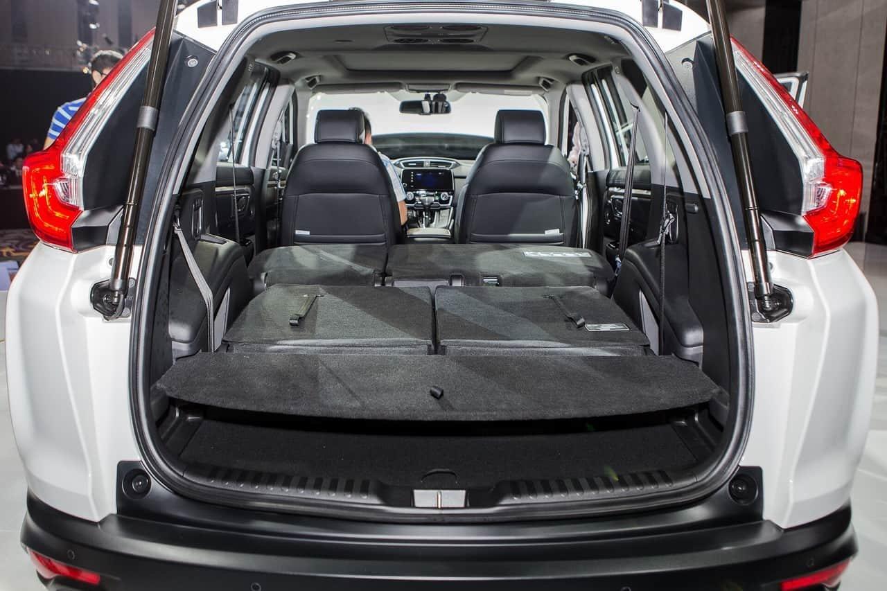 Honda CR-V 1.5 L và Nissan X-Trail V-Series 2.5 SV Luxury về đuôi xe 3