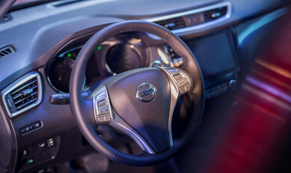 Honda CR-V 1.5 L và Nissan X-Trail V-Series 2.5 SV Luxury về trang bị táp lô 4