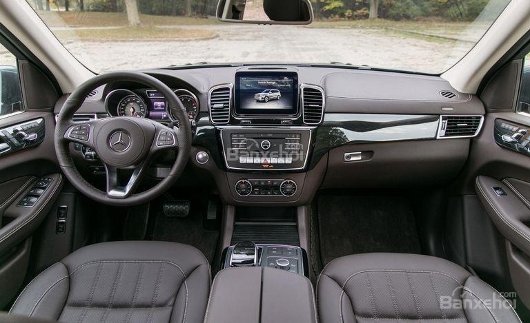 So sánh Lexus LX 570 2018 và Mercedes-Benz GLS 2018 về khoang cabin 4...