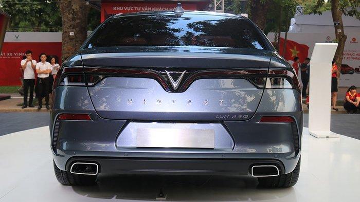 So sánh VinFast LUX A2.0 và Mazda 6 về ngoại thất 8...