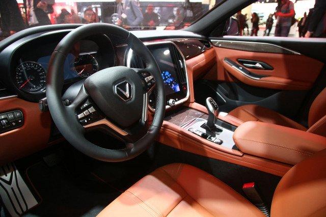 So sánh VinFast LUX A2.0 và Mazda 6 về nội thất 2...