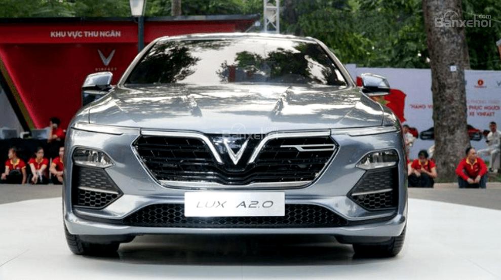 So sánh VinFast LUX A2.0 và Mazda 6 về ngoại thất 3...