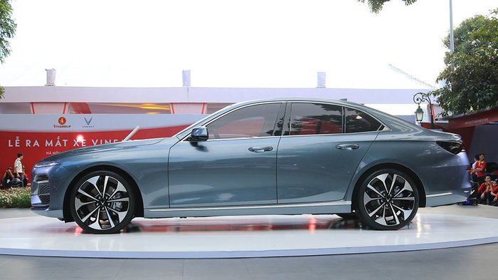 So sánh VinFast LUX A2.0 và Mazda 6 về ngoại thất 4...
