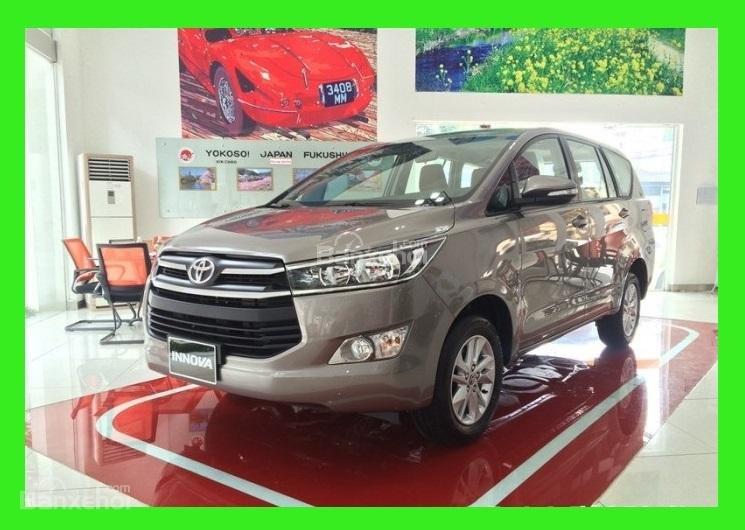 """Toyota Tân Cảng- Innova số sàn """"Duy nhất trong tuần giảm giá lên đến 30tr, tặng thêm phụ kiện"""" xe giao ngay- 0933000600-0"""