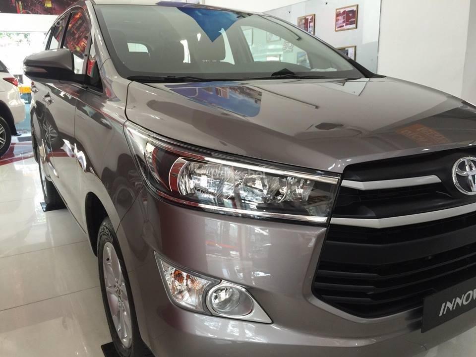 """Toyota Tân Cảng- Innova số sàn """"Duy nhất trong tuần giảm giá lên đến 30tr, tặng thêm phụ kiện"""" xe giao ngay- 0933000600-1"""