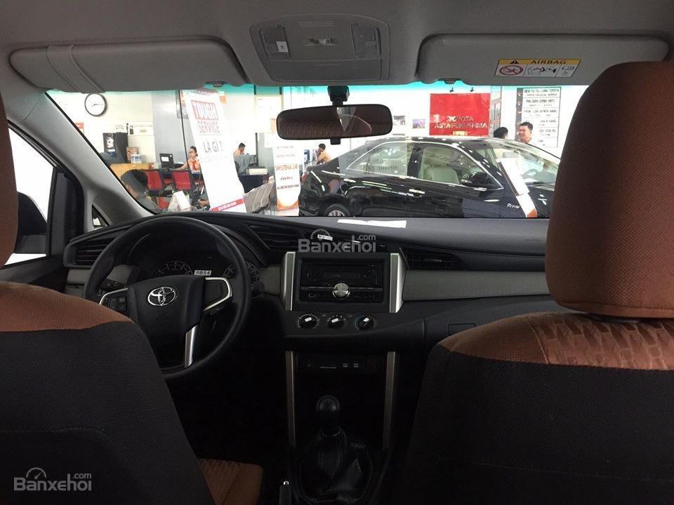 """Toyota Tân Cảng- Innova số sàn """"Duy nhất trong tuần giảm giá lên đến 30tr, tặng thêm phụ kiện"""" xe giao ngay- 0933000600-7"""