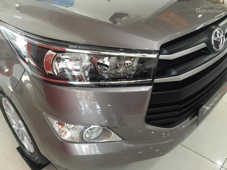 """Toyota Tân Cảng- Innova số sàn """"Duy nhất trong tuần giảm giá lên đến 30tr, tặng thêm phụ kiện"""" xe giao ngay- 0933000600-6"""